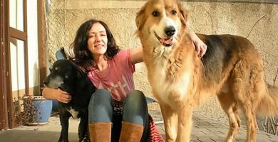 Klimawechselbotschafterin Kamila mit ihren Hunden.