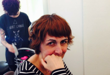 Brigitte gönnt sich gegen Wechselbeschwerden einen Besuch beim Friseur