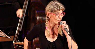 Martina Petz swingt und jazzt sich in Balance