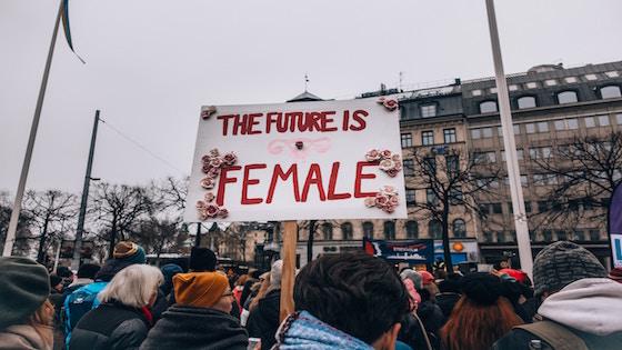 """Frau sollte in der heutigen Zeit """"ihren Mann stehen""""."""