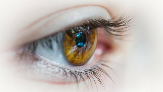 Mit der richtigen Pflege Augenprobleme im Wechsel vermeiden